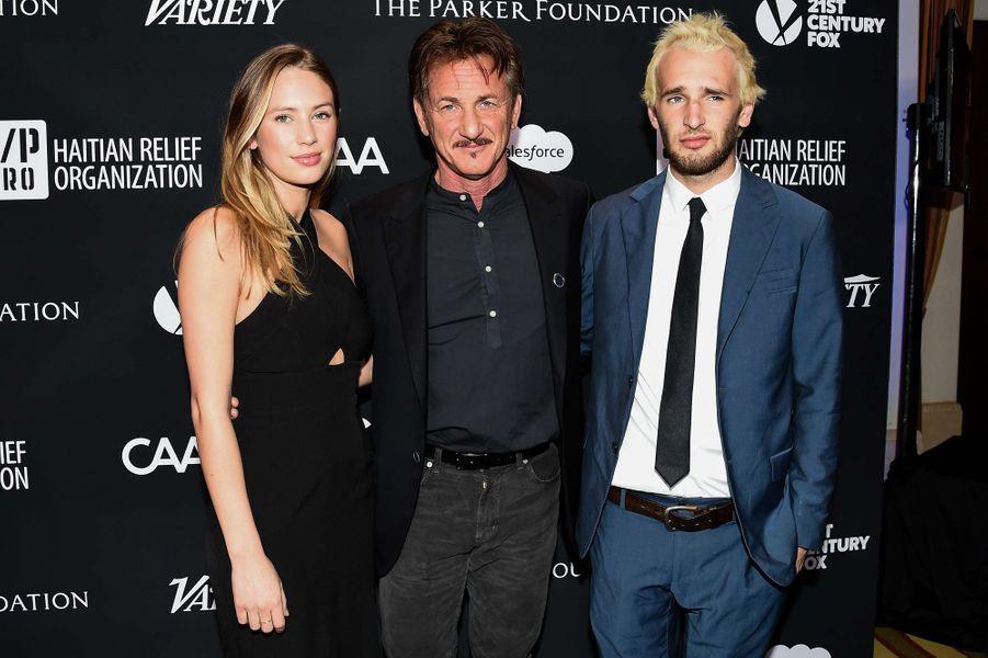 Dylan, Sean et Hopper Pennau gala de la J/P Haitian Relief Organization, la fondation de Sean Penn, à Beverly Hills, le 7 janvier 2017.