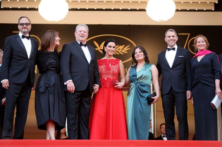 L'ex-ministre de l'Environnement, Ségolène Royal, a monté les marches avec Al Gore et l'équipe du film.