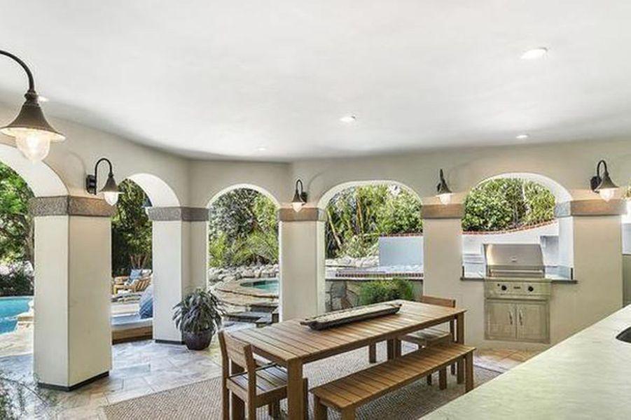 Selena Gomez a dépensé 4,9 millions de dollars pour acquérir cette propriété située à Encino (Los Angeles)
