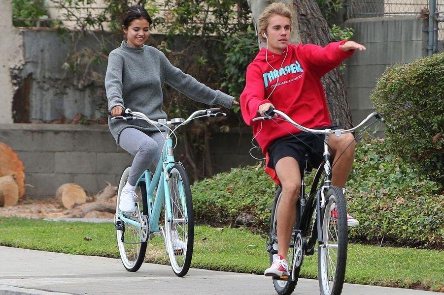 Justin Bieber et Selena Gomez dans les rues de Los Angeles, novembre 2017.