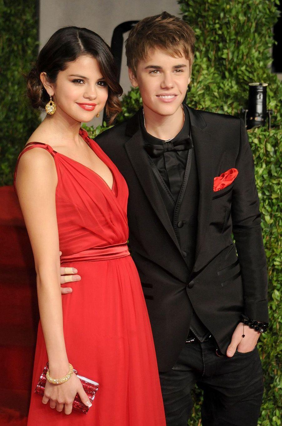 Justin Bieber et Selena Gomez à la soirée des Vanity Fair Oscars, le soir de l'officialisation, février 2011.