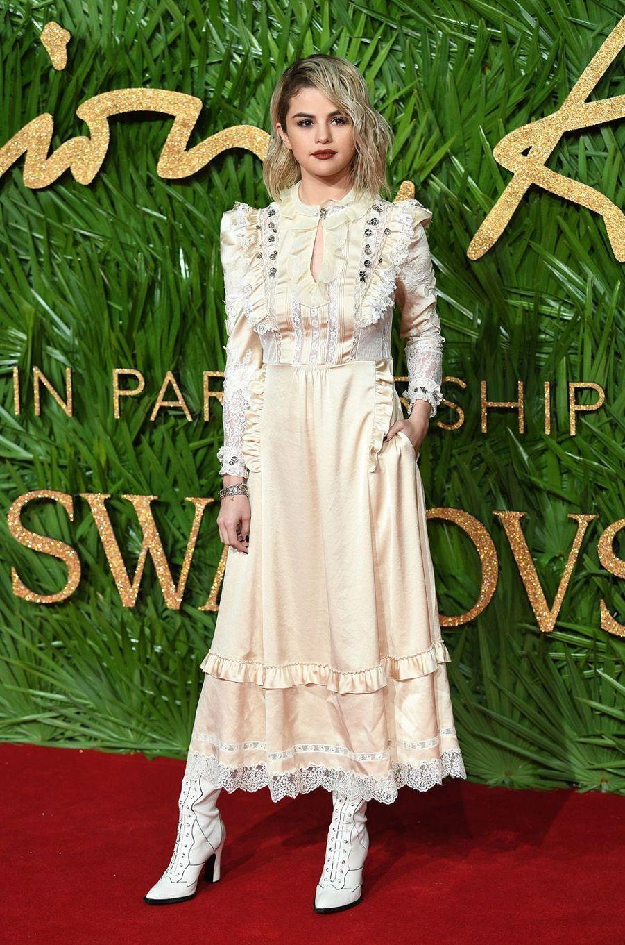 Selena Gomezaux Fashion Awards, le 4 décembre 2017 à Londres.