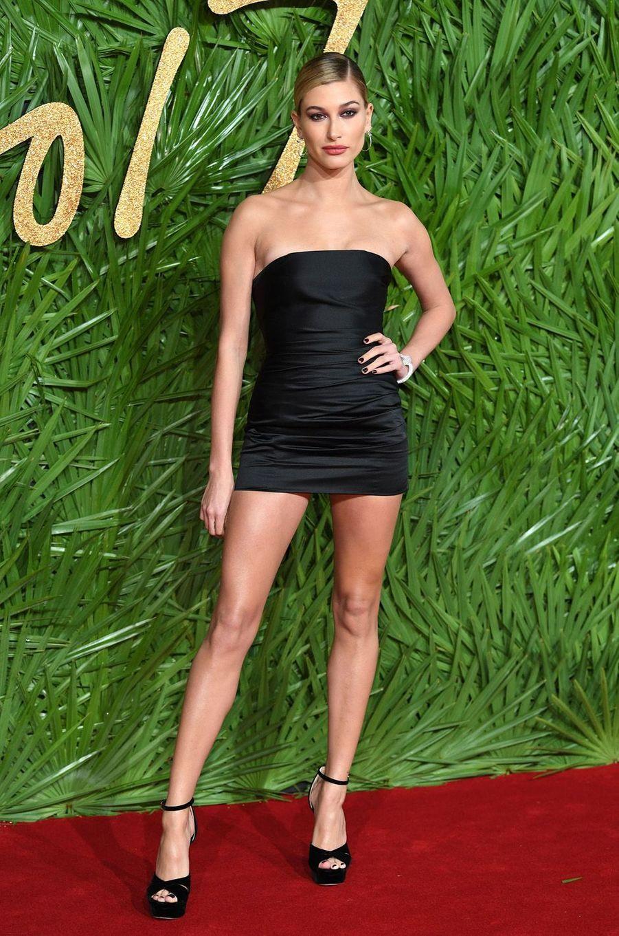 Hailey Baldwinaux Fashion Awards, le 4 décembre 2017 à Londres.