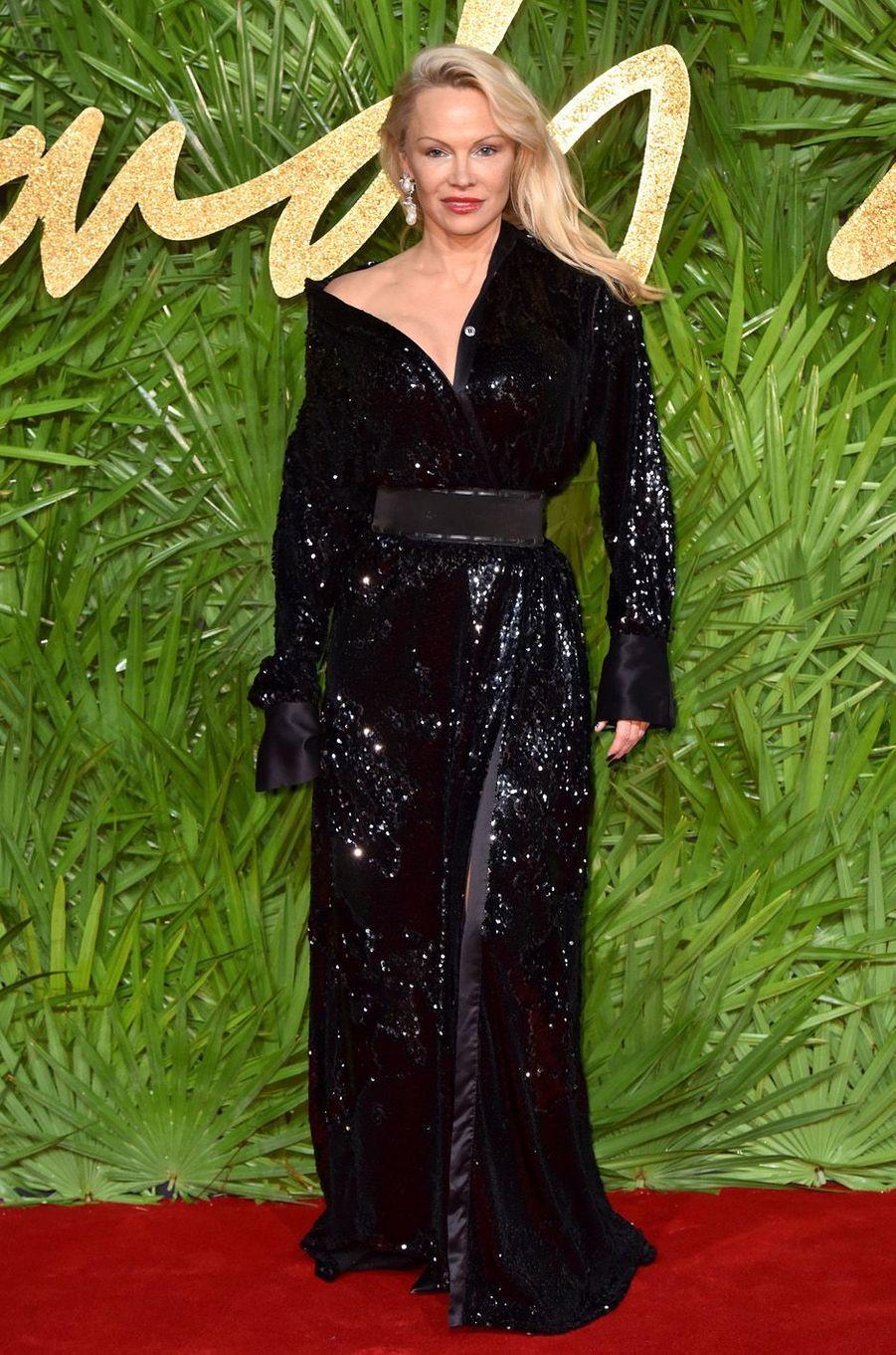 Pamela Andersonaux Fashion Awards, le 4 décembre 2017 à Londres.