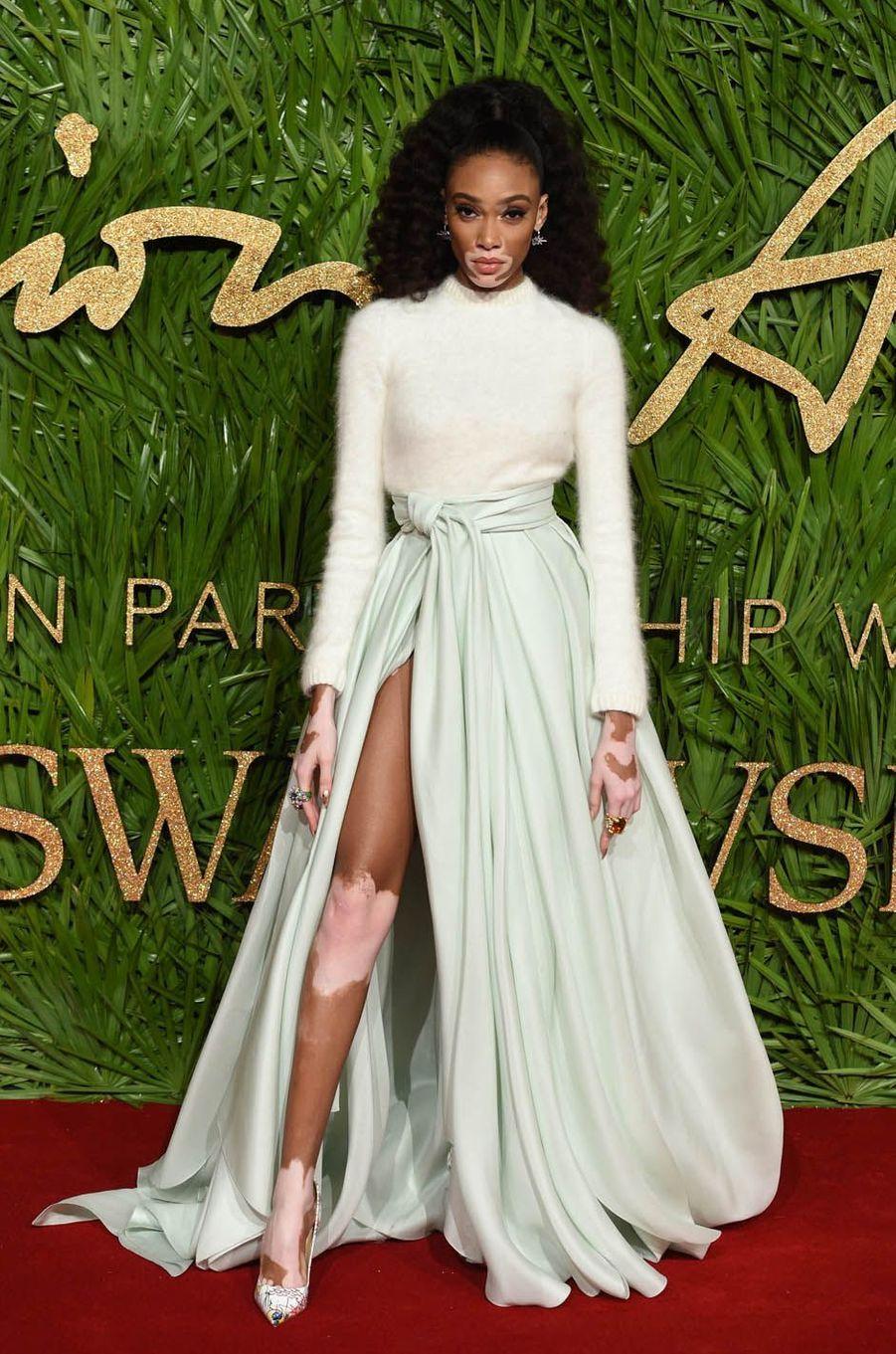 Winnie Harlowaux Fashion Awards, le 4 décembre 2017 à Londres.