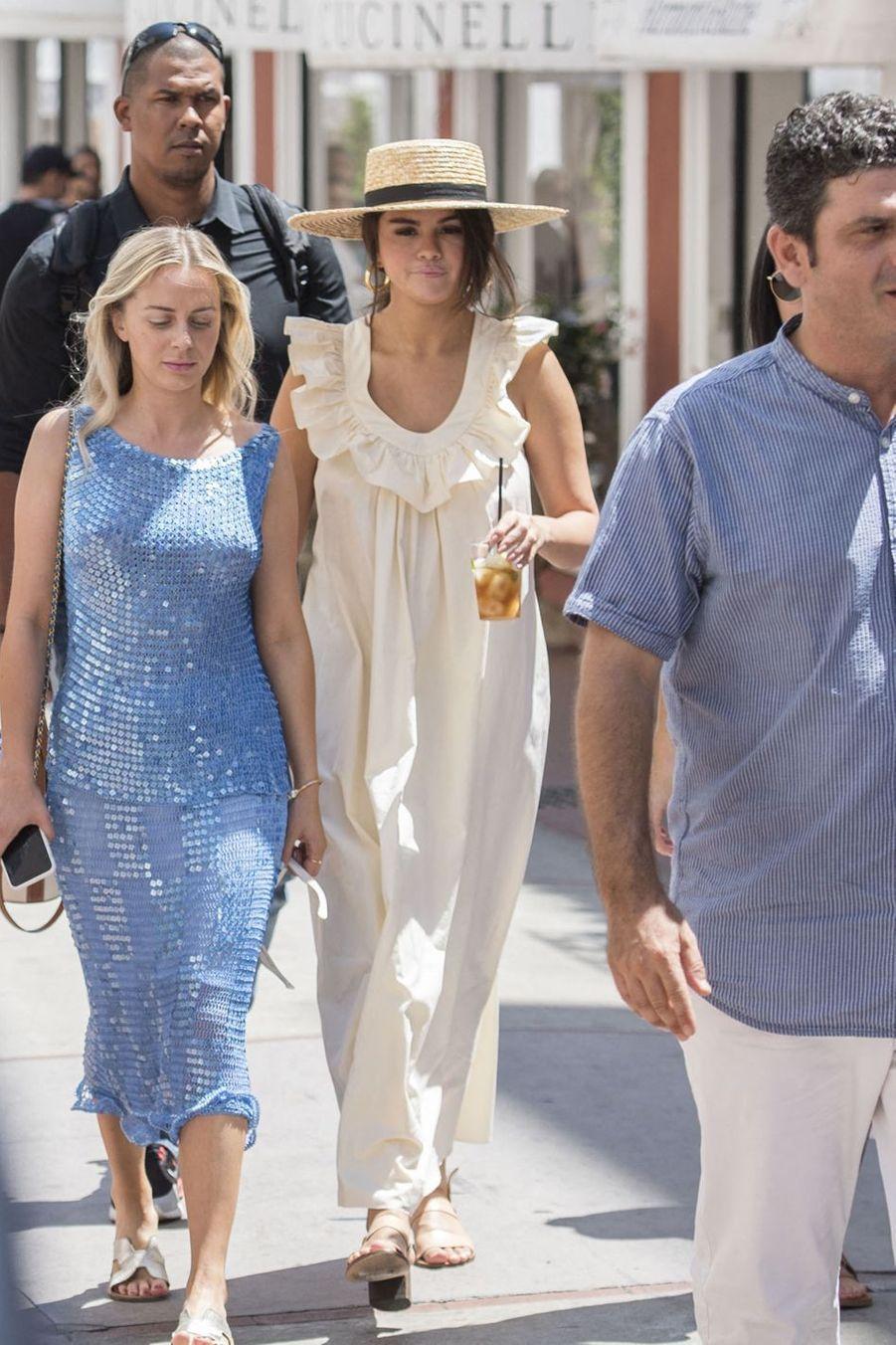Selena Gomez à Capri avec des amies le 23 juillet 2019