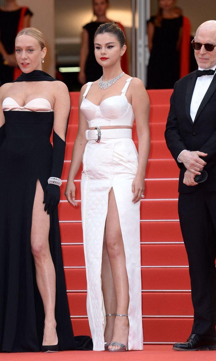Chloë Sevigny etSelena Gomez lors de la montée des marches du film «The Dead Don't Die» lors du 72e Festival de Cannes le 14 mai 2019
