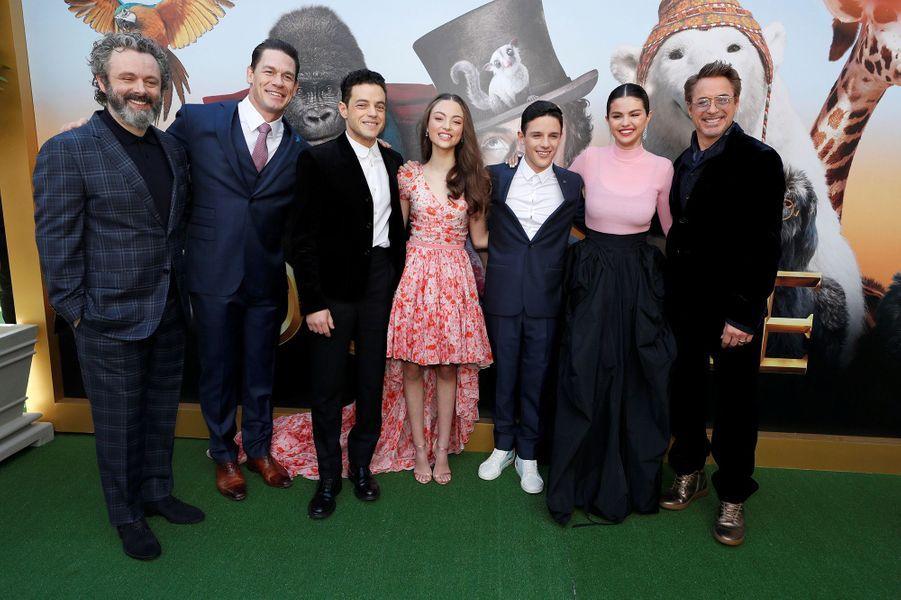 """Rami Malek, Selena Gomez et Robert Downey Jr. avec le reste du casting du film""""Le Voyage du Dr Dolittle"""", àLos Angeles le 11 janvier 2020."""