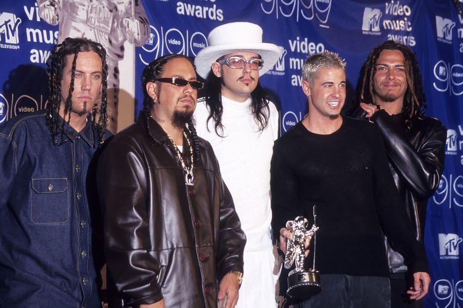 Le groupe Korn avait reçu le prix du meilleur clip rock et le prix du meilleur montage pour son titre «Freak on a Leash»