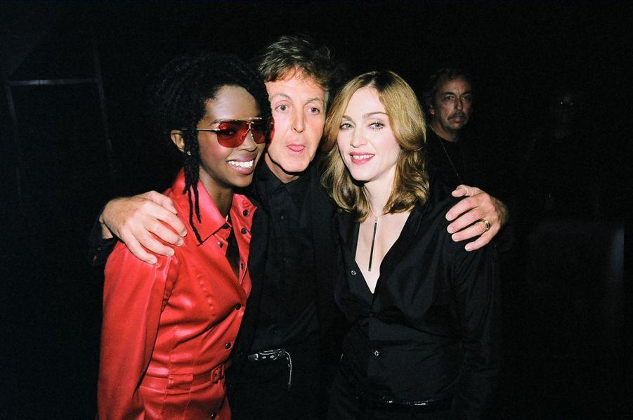 Lauryn Hill, Paul McCartney et Madonna. Cette dernière avait également raflé le prix du meilleur clip pour un film avec son titre «Beautiful Stranger»(extrait de «Austin Powers 2 : L'Espion qui m'a tirée»)