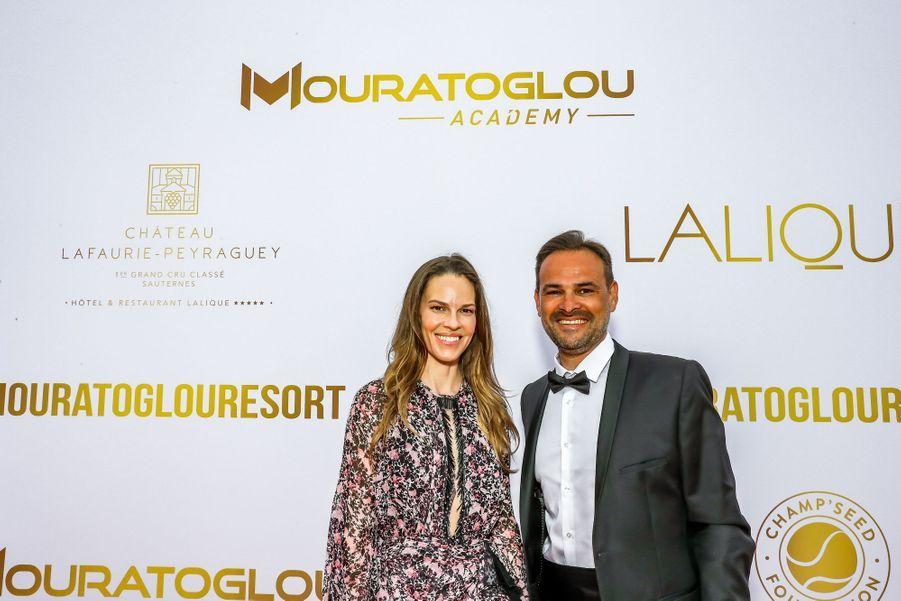 Hilary Swank et son mariPhilip Schneideraugala annuel duMouratoglou Resort à Biot le 23 juin 2019