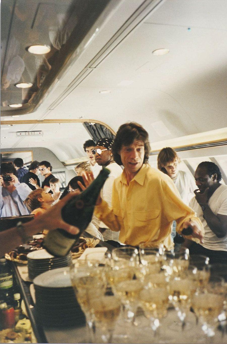 A bord d'« Air Force Stone », champagne à gogo pour l'anniversaire de Mick.