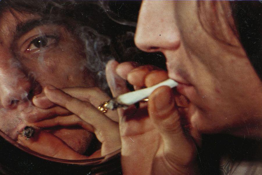 Ron Wood, dans les volutes de marijuana.
