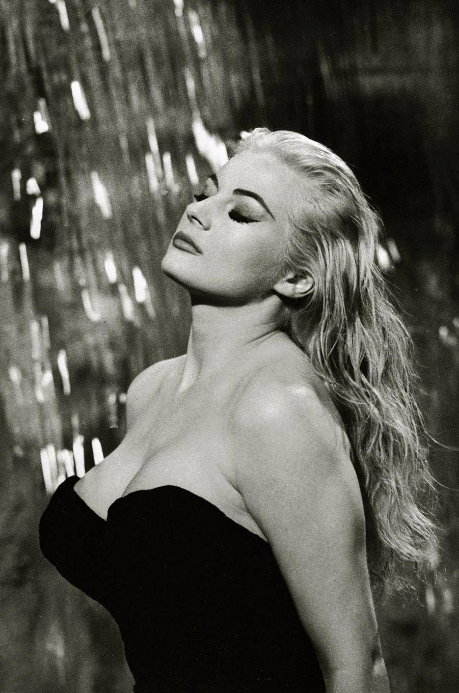 """Anita Ekberg dans """"La dolce vita"""" en 1960."""