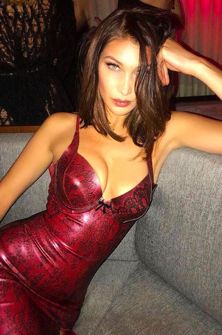 Dans la collection Sexy Match, place à Bella Hadid