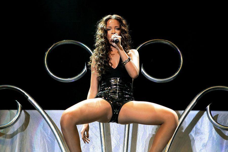 Rihanna, femme fatale sur scène.