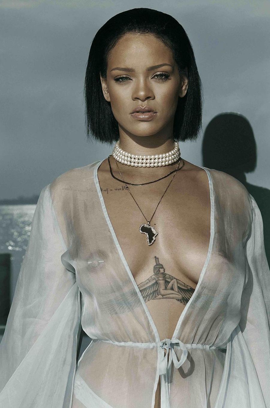 """Rihanna sur le tournage du clip """"Needed Me""""."""