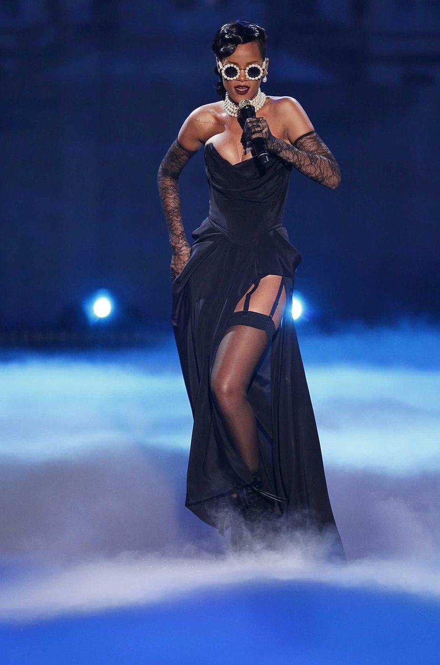 Rihanna lors du défilé Victoria's Secret.