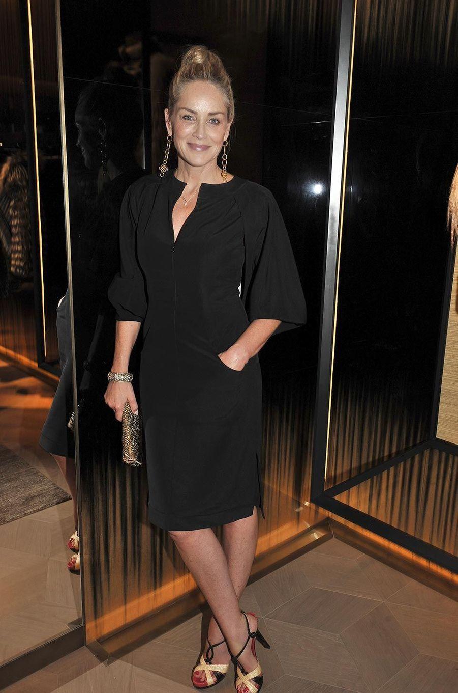 Sharon Stone à l'inauguration de la boutique Fendi à Paris, en juillet 2013.