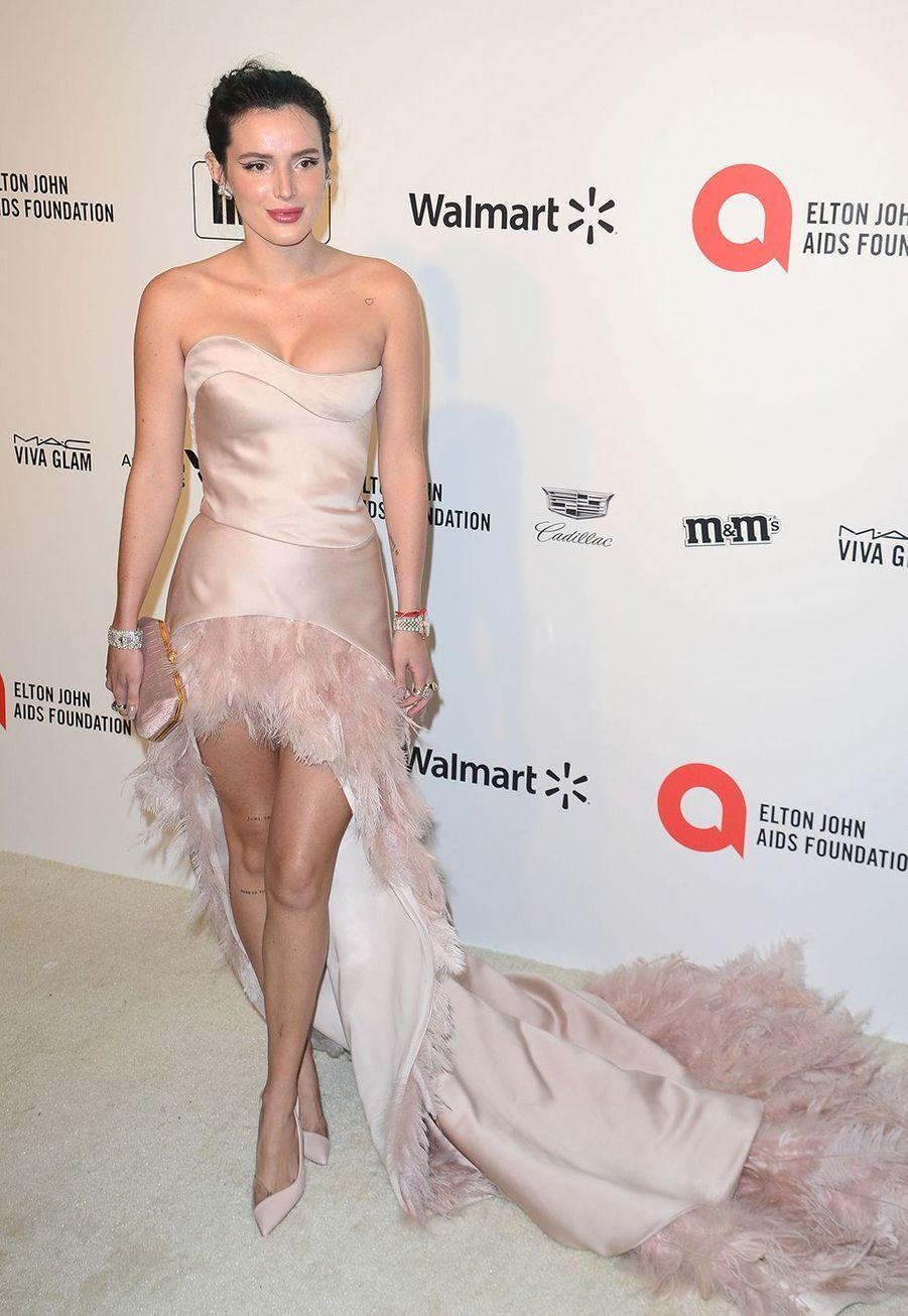 Bella Thornelorsde la soirée d'Elton John contre le sida à Los Angeles le 9 février 2020.