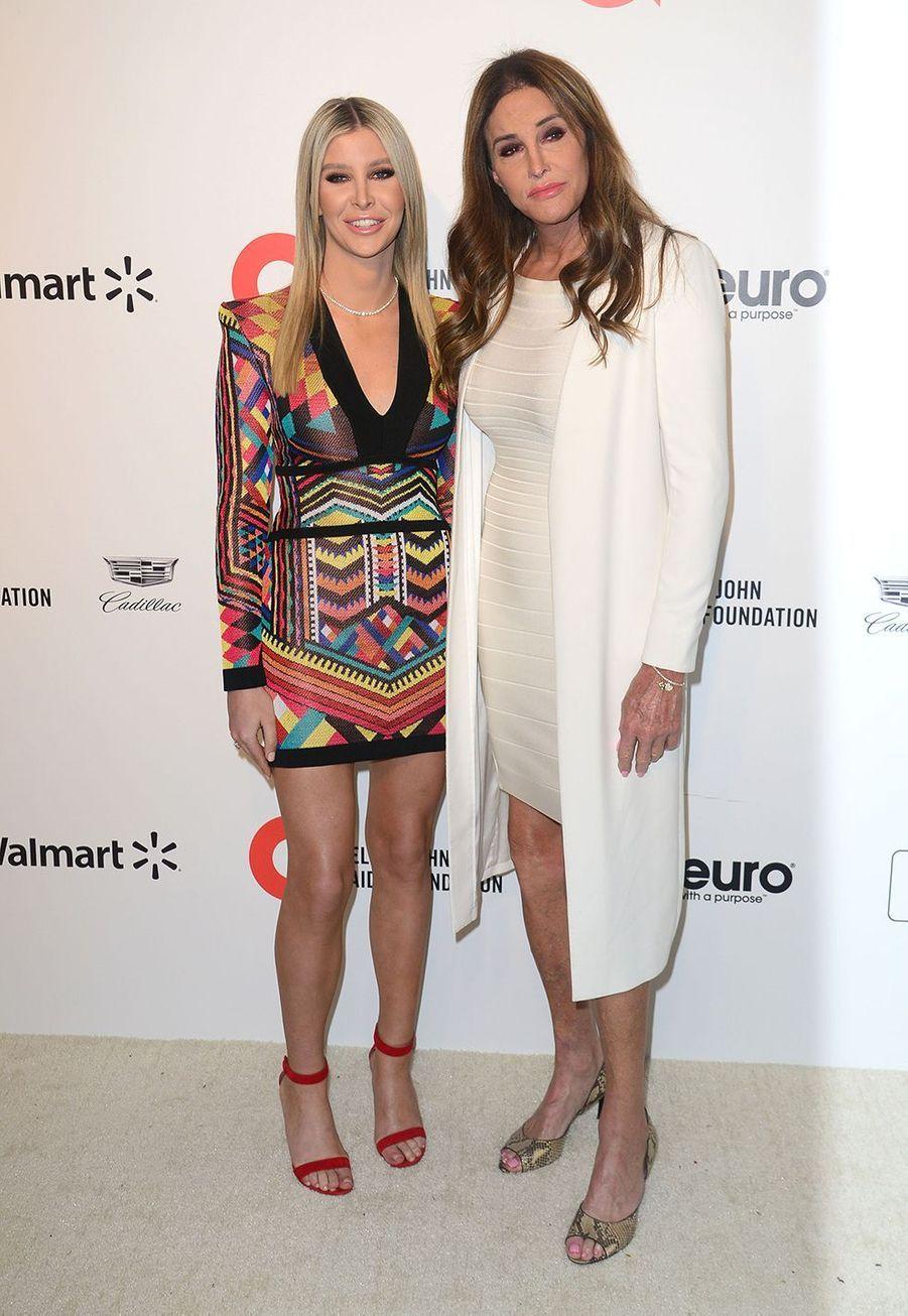Caitlyn Jenner et son amie Sophia Hutchinslorsde la soirée d'Elton John contre le sida à Los Angeles le 9 février 2020.