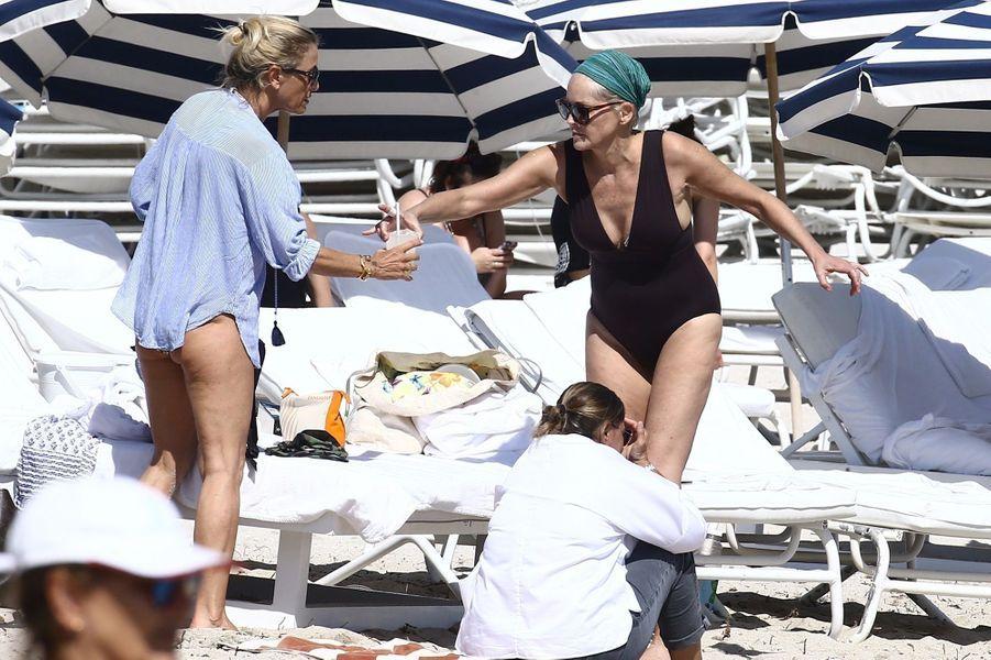 Sharon Stone en vacances à Miami, le 5 novembre 2017.