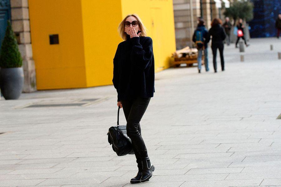 Sharon Stone s'offre une virée shopping chez Saint Laurent,Schiaparelli, et Stephane Rolland le 28 janvier 2020, après avoir déjeunéauCafe Pouchkine.