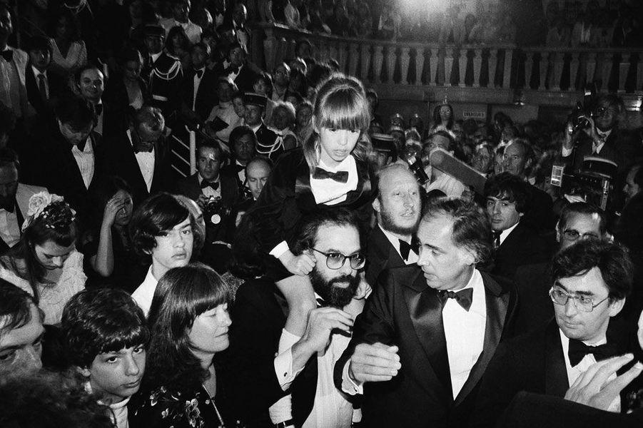 Après la présentation du film «Apolalypse now», le 19 mai 1979. Francis Ford Coppola porte sa fille de huit ans Sofia.