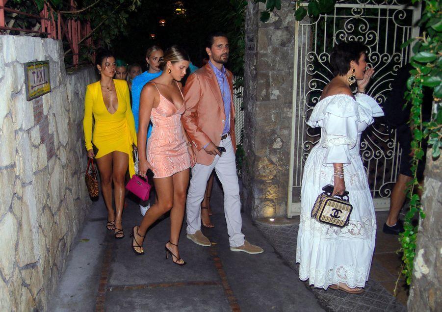 Kris Jenner (à droite), Scott Disick, Sofia Richie à Capri le 8 août 2019