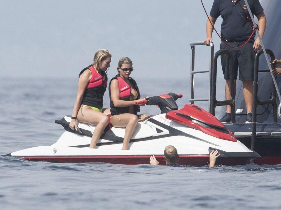 Anastasia Karanikolaou et Sofia Richie à Capri le 8 août 2019