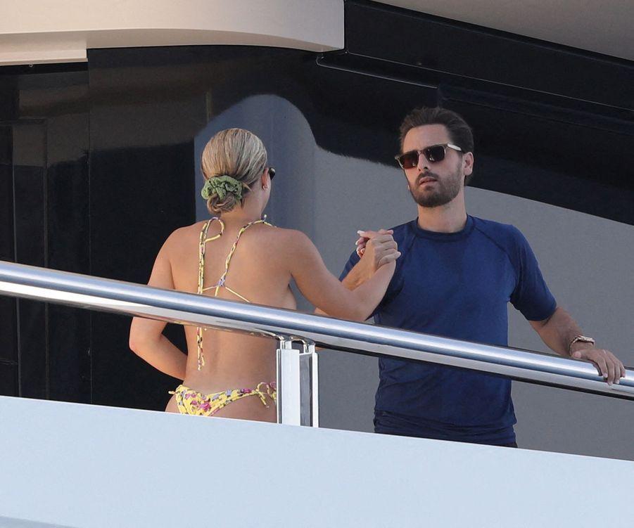 Sofia Richie et Scott Disick sur le yacht Tranquility à Capri, en Italie, le 8 août 2019