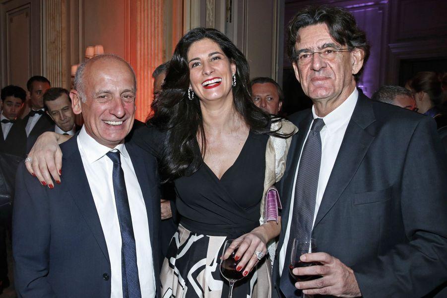 Jean-Michel Ahatie, Marie-Caroline, et Luc Ferry.
