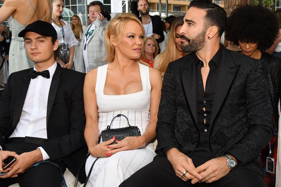 Pamela Anderson avec son fils Brandon Lee et Adil Rami à Monaco vendredi
