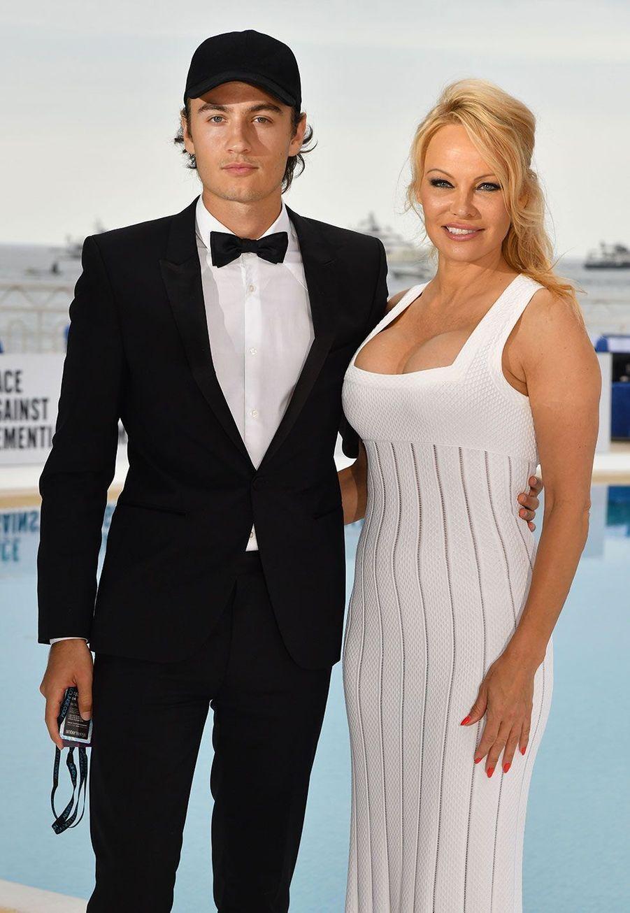 Pamela Anderson et son fils Brandon Lee à Monaco vendredi