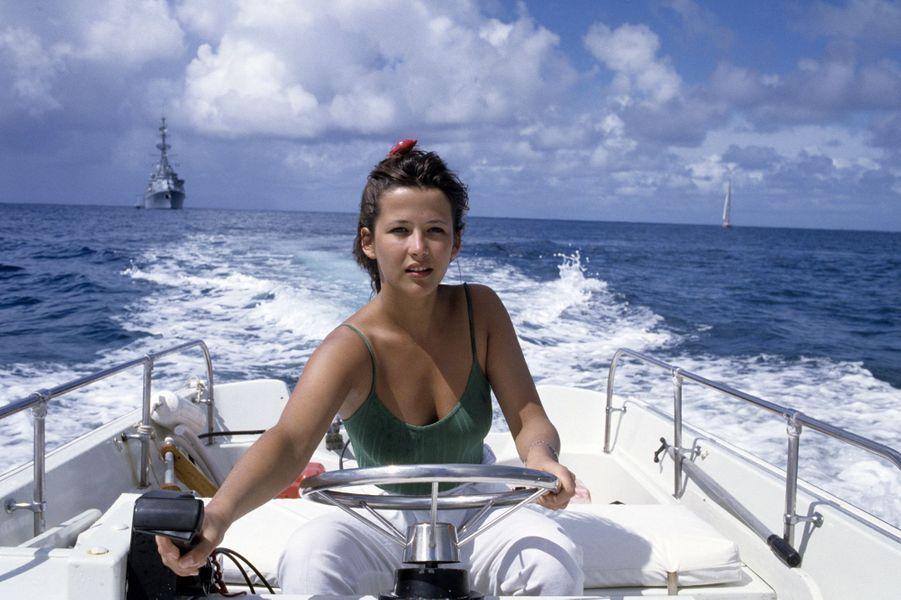 """Sophie Marceau à Saint-Barth en 1989 sur le tournage de """"Mes nuits sont plus belles que vos jours""""."""