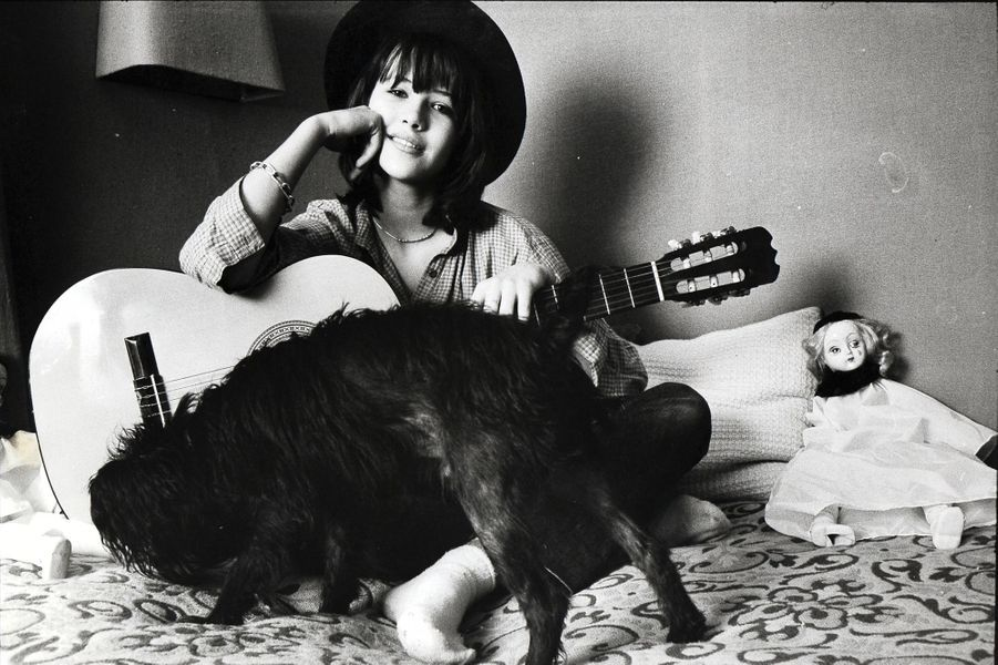 Une des premières photos de Sophie Marceau dans Paris Match. Elle a 14 ans.