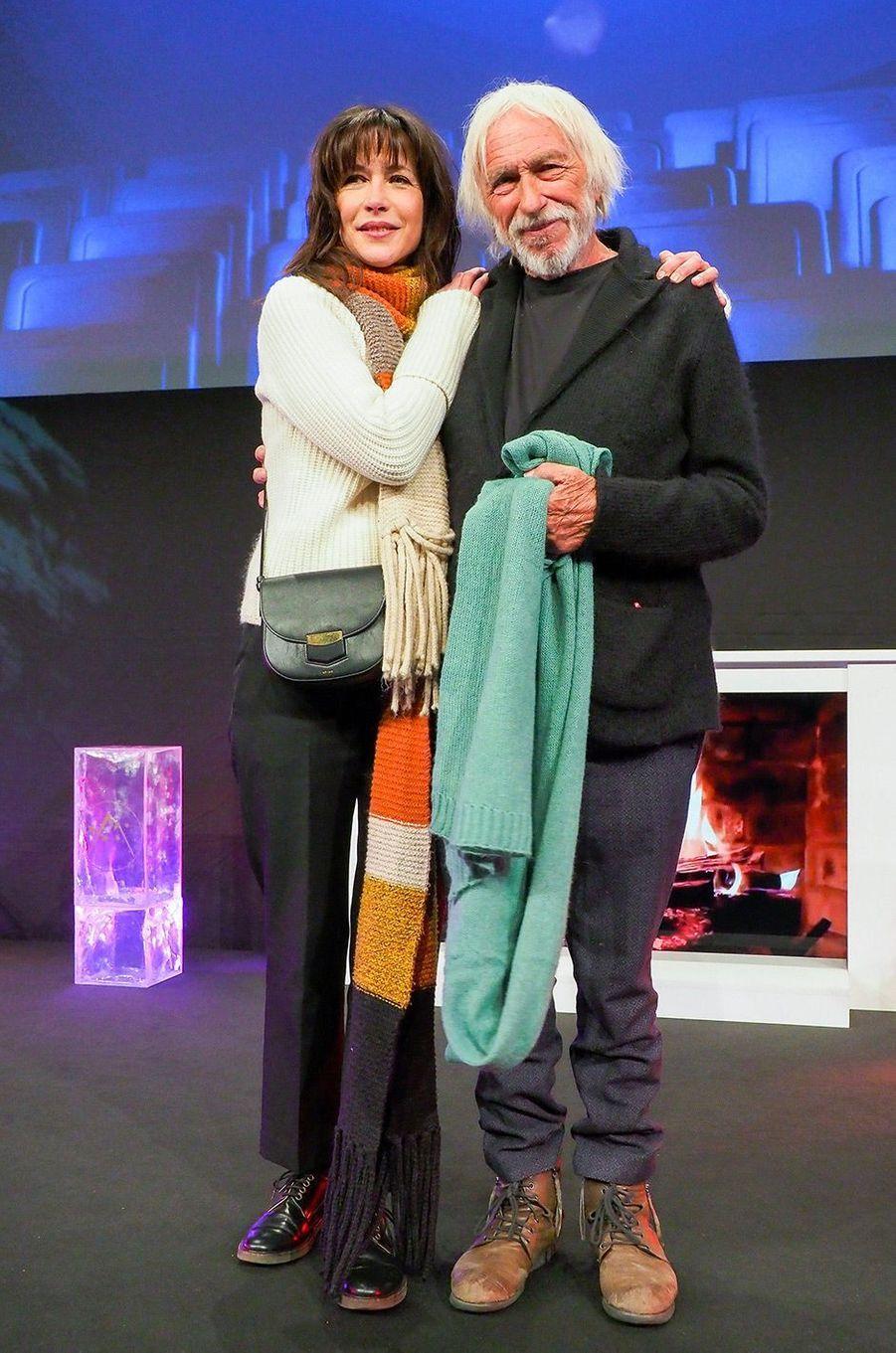 """Sophie Marceau présente son film """"Mme Mills, une voisine si parfaite"""" au Festival de l'Alpe d'Huez avec Pierre Richard"""