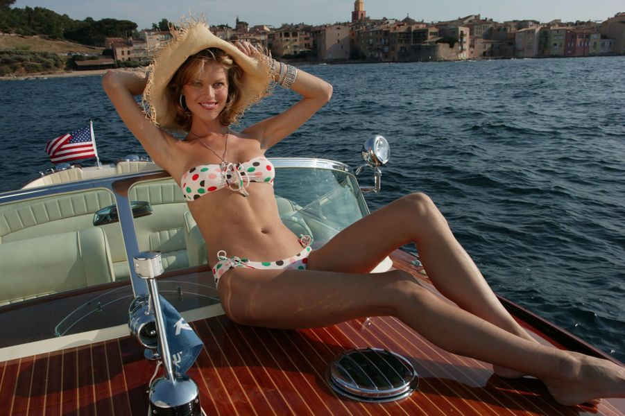 La mannequin Eva Herzigova brillant de mille diamants.