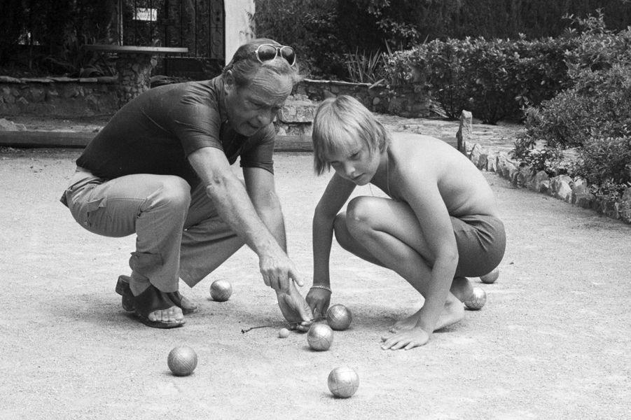 L'animateur Guy Lux (1919-2003) avec son petit-fils.