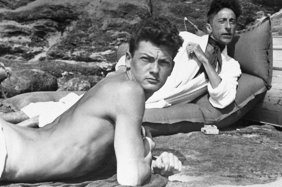 L'acteur Jean Marais (1913-1998) et son compagnon l'artiste Jean Cocteau (1889-1963).