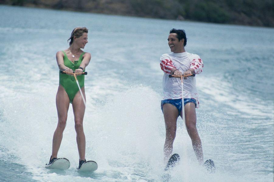 Martinique, 1987 : Julien Clerc et son épouse Virginie au Club Méditerranée.