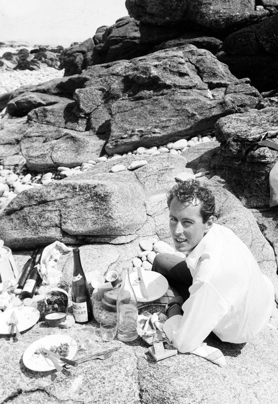 Finistère, 1958 : le peintre Bernard Buffet (1928-1999) sur l'île de Stagadon, qu'il s'était offerte.