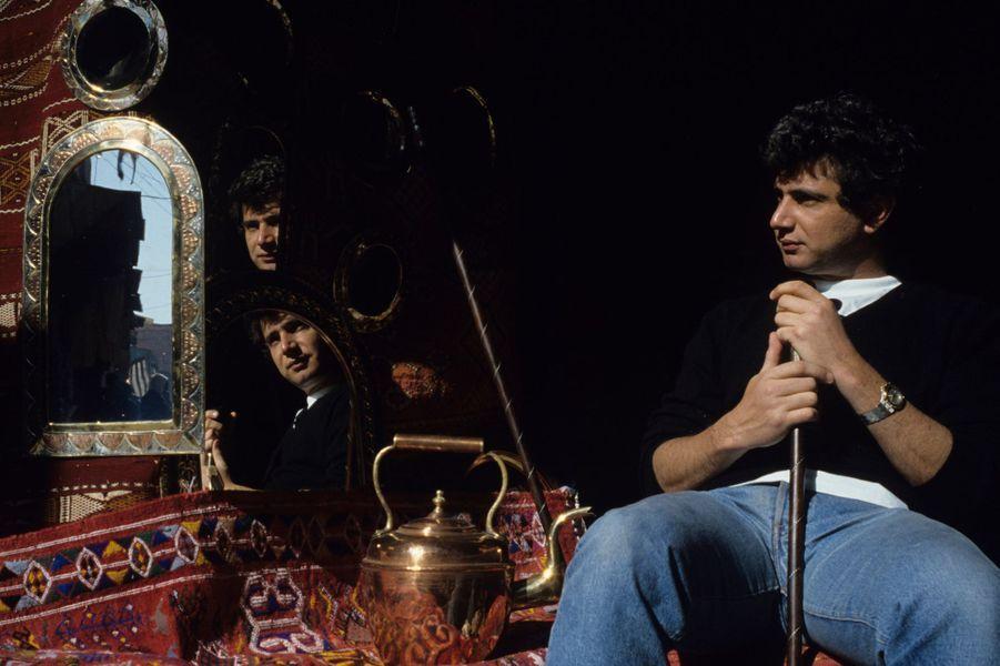 Maroc, Marrakech, 1987 : Michel Boujenah dans un souk.