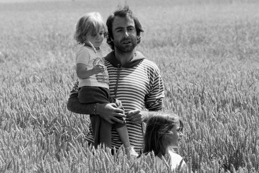1978 : le chanteur Michel Delpech (1946-2016) avec son fils Barthélémy et sa fille Garance.