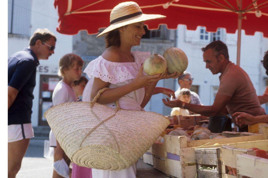 Cap-Martin (Alpes-Maritimes), 1982 : l'actrice Nicole Calfan passe quelques jours dans la villa de ses parents.