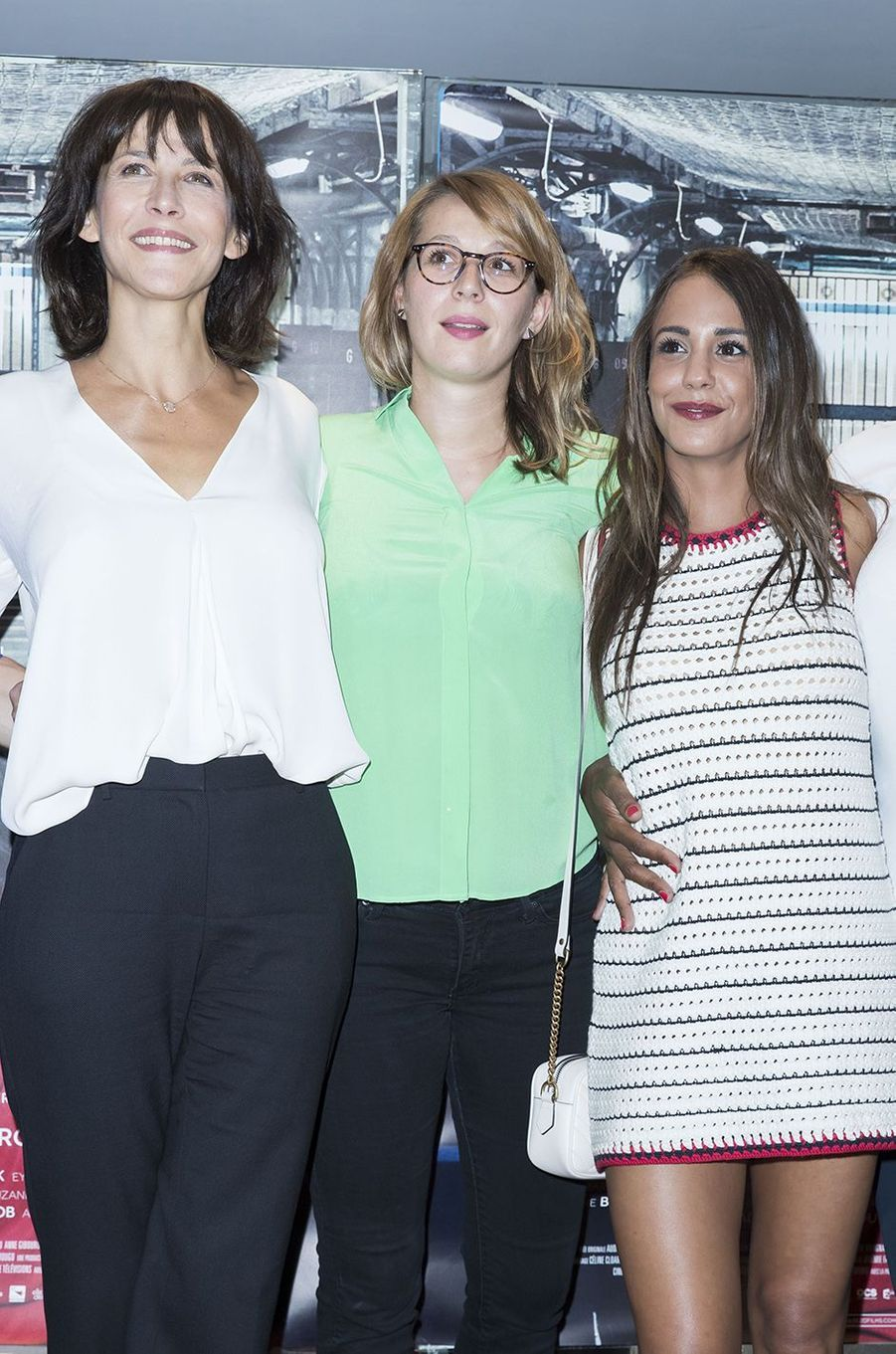 """Sophie Marceau rayonnante avec Audrey Estrougo et Alice Belaïdi pour """"La Taularde"""", le 13 septembre 2016."""