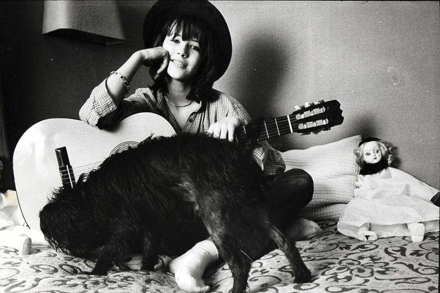 Une des premières photos de Sophie Marceau dans Paris Match. Sophie a 14 ans.