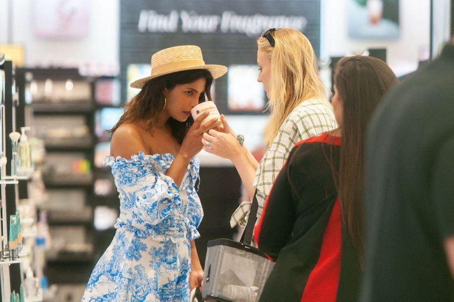 Sophie Turner et Priyanka Chopraen vacances à Miami le week-end du 3-4 août 2019.
