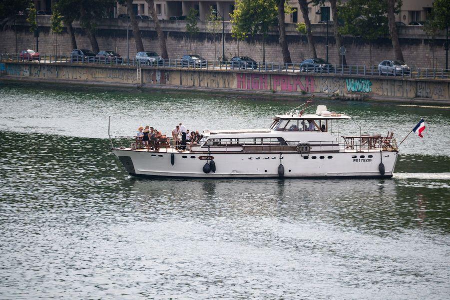 Sophie Turner, Joe Jonas, Priyanka Chopra et Nick Jonas sur un bateau sur la Seine le 24 juin 2019.