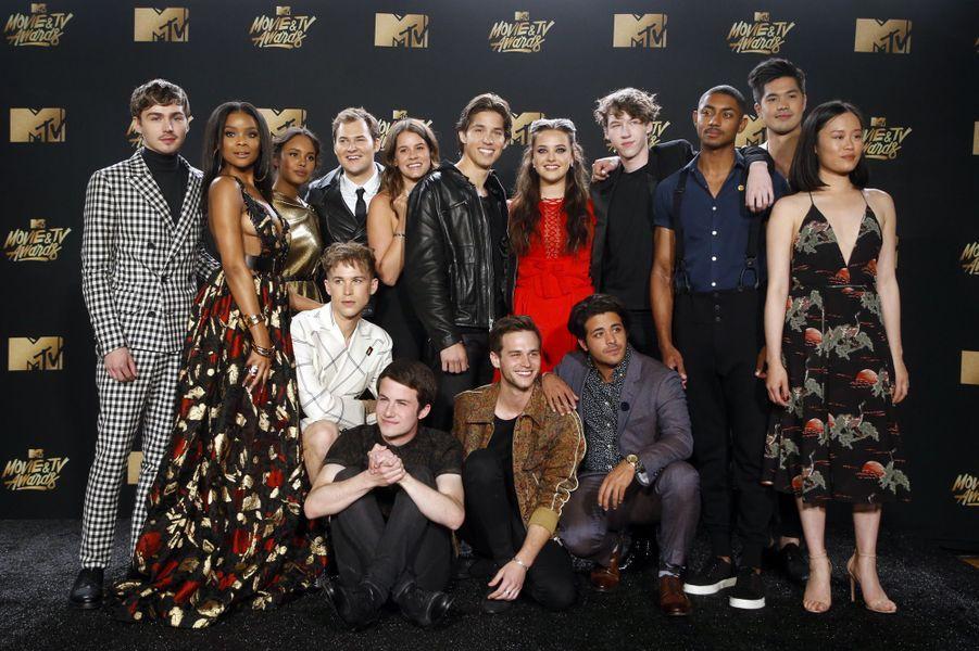 Le casting de «13 Reasons Why»aux MTV Movie and TV Awards, à Los Angeles, le 7 mai 2017.